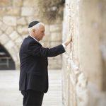 Vice Presidente Pence concluye gira con simbólica visita al Muro de las Lamentaciones