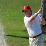 Trump inicia el año con sus actividades favoritas, golf y Twitter