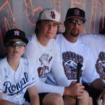Grandes Ligas rinden honor a víctimas de la escuela Stoneman Douglas