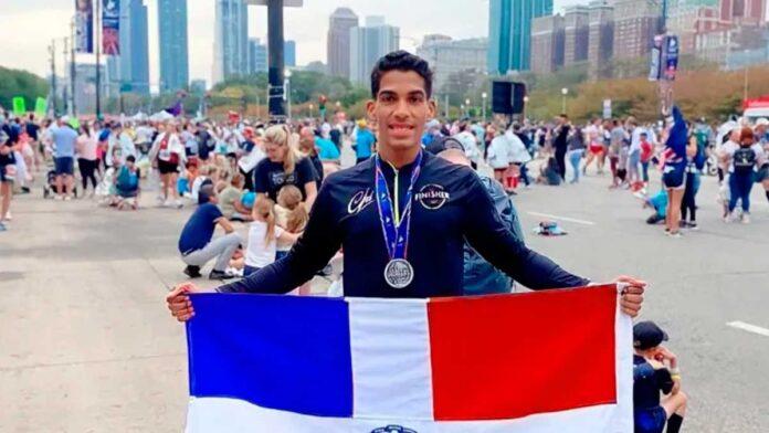 Moises Salazar, primer dominicano en llegar a la meta en el maratón de Chicago